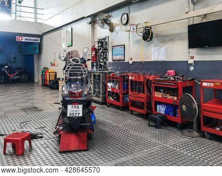 Kanchanaburi, Thailand -june 10, 2021 : Yamaha Motorcycle Repair Service Area At Yamaha Motorcycle S