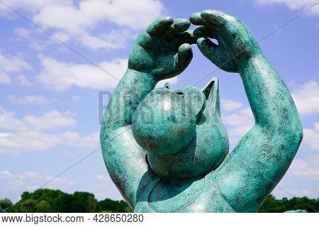 Bordeaux , Aquitaine France - 07 25 2021 : Statue Exhibition Le Chat Deambule The Cat Walks With Bir