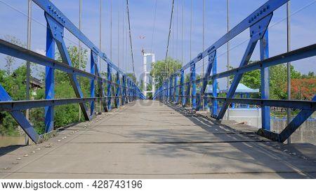 Bendungan Juwero. Wooden Pedestrian Bridges, Pedestrian Bridges At The Juwero Dam, Kendal District