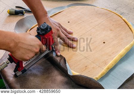 Manufacture Of Upholstered Furniture, Furniture Upholstery With A Pneumatic Stapler