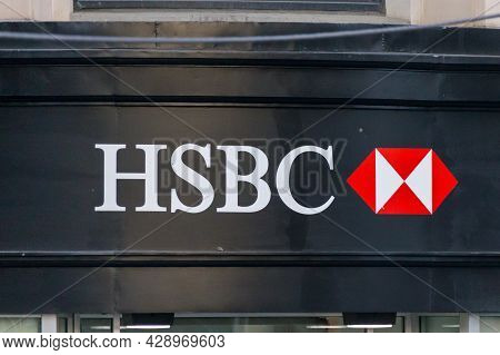 New York, Usa - May 15, 2019: Hsbc Sign On A Bank Branch In New York. Hsbc Holdings Plc Is The Fifth