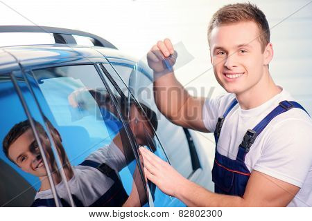 Car wrapping specialist in the station
