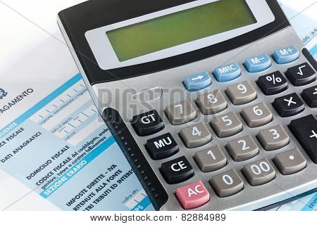 Model f24 for the payment of taxes in Italy with calculator. poster