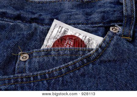 Objekte - Kondom In Tasche