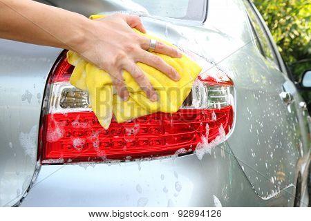 wash the tail light / car wash