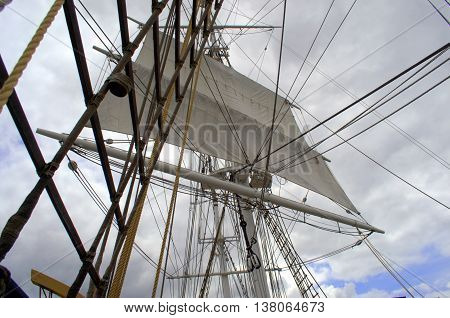 crow's nest charles w morgan, oldest wooden commercial ship still floating
