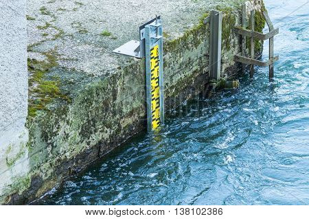 Water level indicator for monitoring the water level.