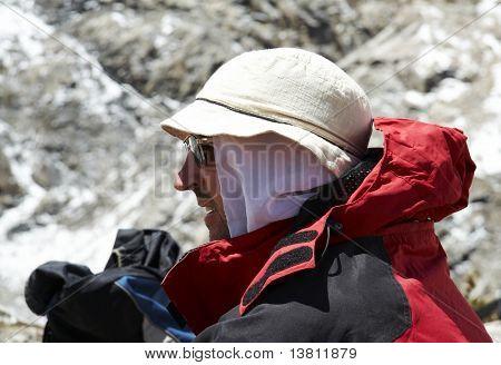 Male repose in the trek