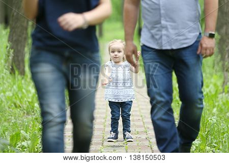 Parents leave the child of one on the road