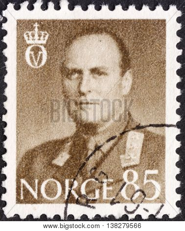NORWAY - CIRCA 1958: A stamp printed in Norway shows a portrait of King Olav V the series