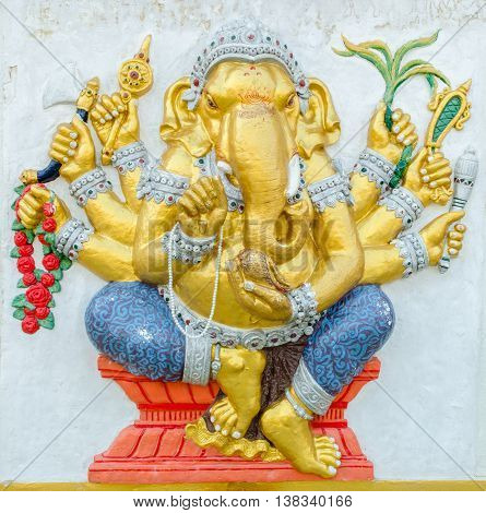 Ganesha Statue,  The Public Is Open To The People Worship. (vighna Ganapati)