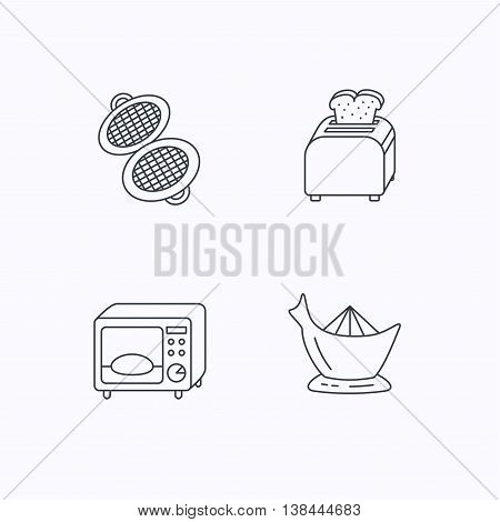Microwave oven, toaster and juicer icons. Waffle-iron linear sign. Flat linear icons on white background. Vector