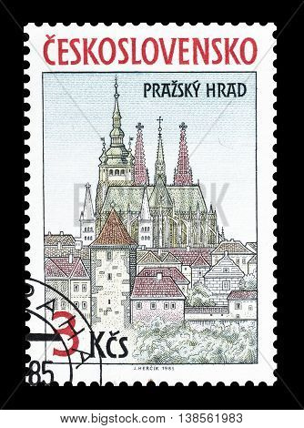 CZECHOSLOVAKIA - CIRCA 1985 : Cancelled postage stamp printed by Czechoslovakia, that shows Saint Vitus Cathedral in Prague.