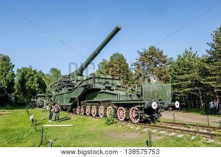 29 may 2016. Leningrad oblast. Views of cannon and the rail Transporter at Fort Krasnaya Gorka in lebyazh'ye.Russia.