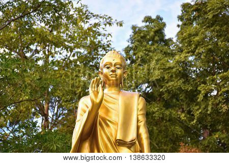 Buddha image. The attitude of persuading the relatives not to quarrel