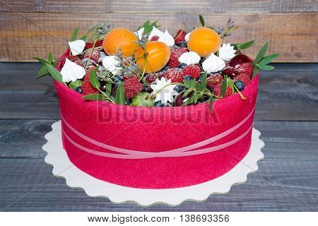beuatiful cake with fruit, merengue and some green