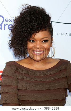 LOS ANGELES - JUL 16:  Yvette Nicole Brown at the HollyRod Presents 18th Annual DesignCare at the Sugar Ray Leonard's Estate on July 16, 2016 in Pacific Palisades, CA