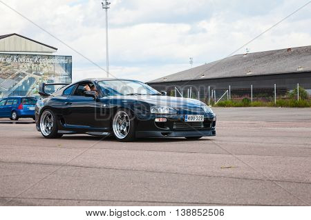 Shining Black Toyota Supra A80 Goes On Street