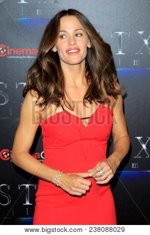 LAS VEGAS - APR 24:  Jennifer Garner at the 2018 CinemaCon - An Evening With STXfilms Featuring A Sneak Preview Of Their Future Films at Colosseum at Caesars Palace on April 24, 2018 in Las Vegas, NV