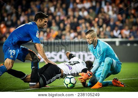 VALENCIA, SPAIN - APRIL 18: (L) Molina, Murillo, (R) Domenech during Spanish La Liga match between Valencia CF and Getafe CF at Mestalla Stadium on April 18, 2018 in Valencia, Spain