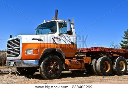 Motley, Minnesota, April 27, 2018: The Old Ford Semi Cab Aero Max L9000 Truck Is A Product Of The Fo