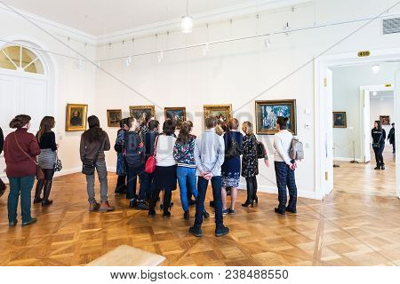 Saint Petersburg, Russia - March 18, 2018: Tourists In New Hermitage Museum In General Staff Buildin