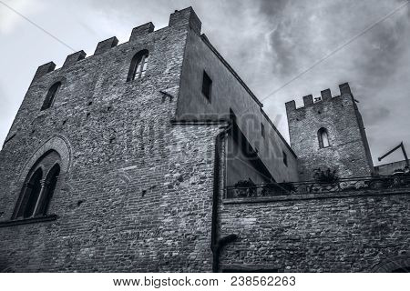 Beautyfull Certaldo Castle In The Tuscany Route To Villages