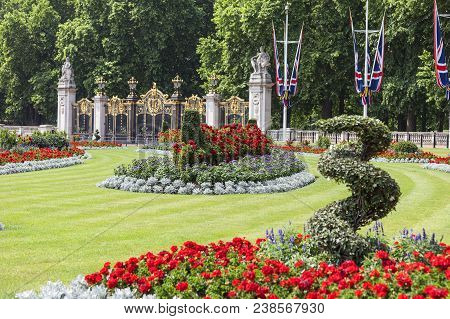 London, United Kingdom, June 21, 2017: Square In Front Of The Buckingham Palace With Flowerbed And D