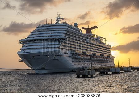 Willemstad, Curacao - April 11, 2018: Carnival Vista Cruise Ship Docked In  Willemstad Curacao At Su