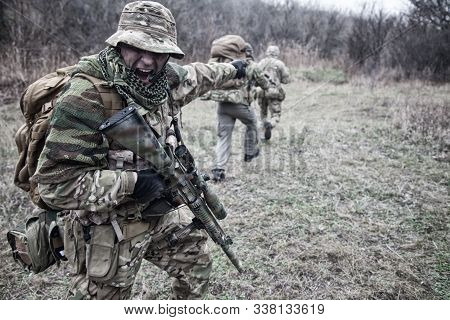 Commandos Army Soldier Tactical Group Leader Screaming Orders