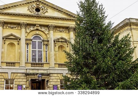 Bath, Somerset, Uk - December 1: Roman Baths And Grand Pump Room (known As Aquae Sulis) With Christm