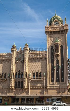 Melbourne, Australia - November 14, 2009: The Beige Stone With Green Dome Clock Tower And Part Of Fa