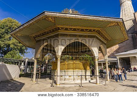Istanbul, Turkey - November 10, 2019: Unidentified People By Gate Of Felicity At Topkapi Palace In I
