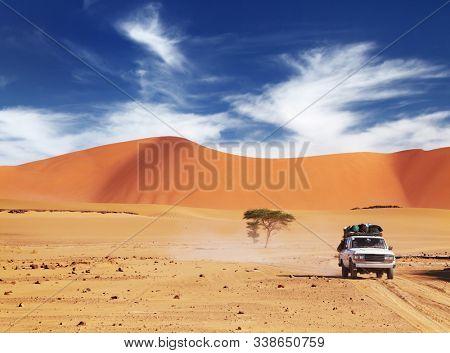 Off-road vehicle driving in Sahara Desert, Tadrart, Algeria