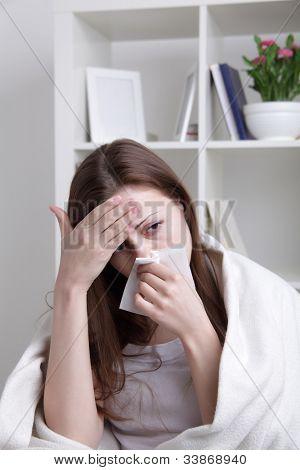 Sie leidet eine Erkältung