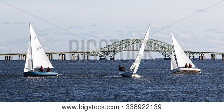 Babylon, New York, Usa - 7 December 2019: Three Two Person Sailboats Sailing In A Windy December Reg
