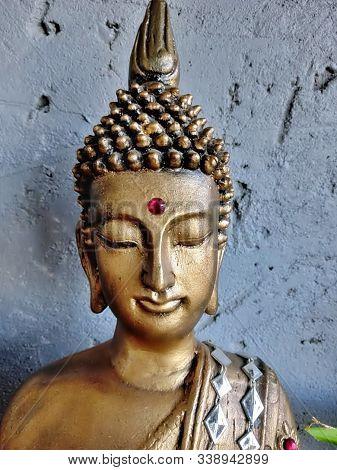 A Nice And Big Budha´s Head In Meditation.