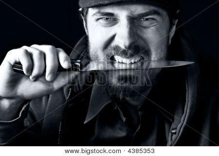 harter Kerl mit Messer