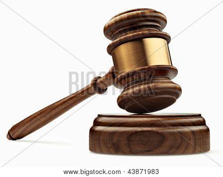 Um martelo de juiz de madeira e tampo isolado no fundo branco em perspectiva