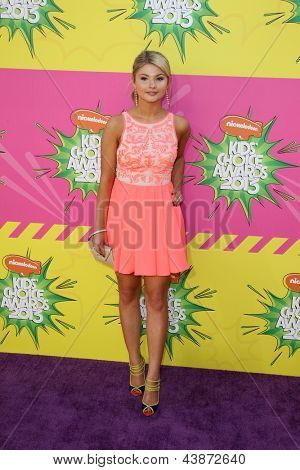 LOS ANGELES - MAR 23:  Stefanie Scott arrives at Nickelodeon's 26th Annual Kids' Choice Awards at the USC Galen Center on March 23, 2013 in Los Angeles, CA