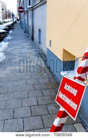 warning sign, warning roof avalanches, symbol photo for accident risk, security and risk management