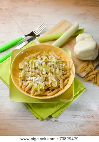 pasta with leek and scamorza cheese