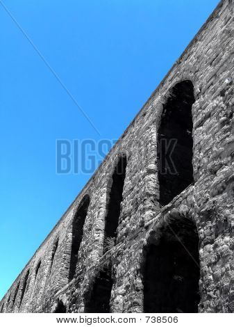 Roman aqueduct angle