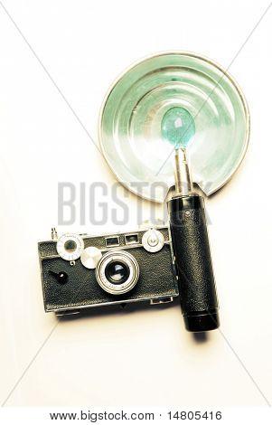 Eine alte Kamera mit Blitz, Kreuz-verarbeitet