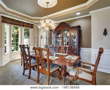 Gorgeous Dining Room Interior Design With Vintage Furniture