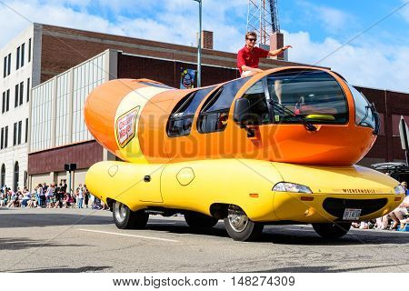 Canton OH - 6 August 2016: Oscar Mayer wienermobile in a parade