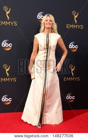 LOS ANGELES - SEP 18:  Sandra Lee at the 2016 Primetime Emmy Awards - Arrivals at the Microsoft Theater on September 18, 2016 in Los Angeles, CA