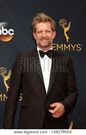 LOS ANGELES - SEP 18:  Paul Sparks at the 2016 Primetime Emmy Awards - Arrivals at the Microsoft Theater on September 18, 2016 in Los Angeles, CA