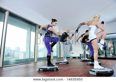 gesunde Jugendliche Gruppe Exercise Fitness und Fit zu erhalten