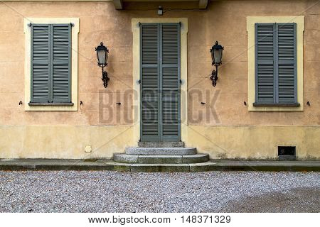Brown Door  Europe  Italy  Lombardy       The Milano  Stret Lamp